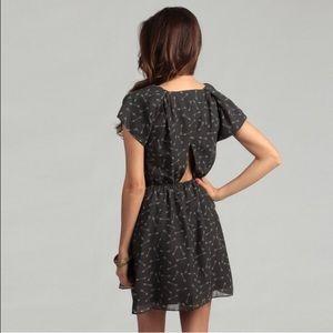 BCBGeneration┃Gray Navy Arrow Print Dress